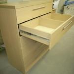šešių stalčių prieškambario komodos antras stalčius su pertvara