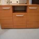 2 durelių su giliumi stalčiumi biuro komoda su atvira lentyna viduryje