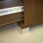 2 stalčių biuro komodos aliuminė kojelė