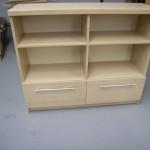 2 stalčių ir 4 lentynų svetainės komoda