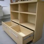 2 stalčių ir 4 lentynų svetainės komoda su kokybiškais bėgeliais