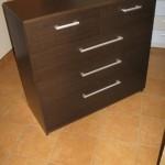 3 ilgų ir 2 trumpų stalčių tamsiai rudos spalvos virtuvės komoda