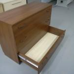 3 stalčių miegamojo komoda su kokybiškais bėgeliais