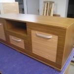 3 stalčių su lentyna rudų spalvų jaunuolio komoda