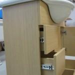 3 stalčių vonios komoda su kokybiškais guoliniais bėgeliais
