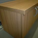 4 durelių svetainės komodos 2 durelės ir storintas stalviršis