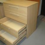 4 stalčių šviesiai rudos biuro komodos atdari stalčiai