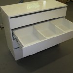 4 stalčių baltos blizgiu paviršiumi svetainės komodos 2 stalčius su 3 pertvarom