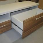 4 stalčių svetainės komoda su 2 gilesniais stalčiais