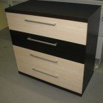 4 stalčių svetainės komoda su storintu komodos viršumi ir storinta apačia