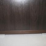 4 stalčių svetainės komodos storinta apačia