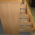 4 stalčių virtuvės komodos kokybiški guoliniai bėgeliai