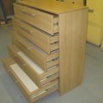 5 stalčių šviesiai rudos spalvos prieškambario komoda su kokybiškais bėgeliais