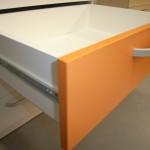 5 stalčių jaunuolio komodos oranžinis stalčius