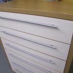 6 stalčių svetainės komoda su įleidžiamais stalčiais