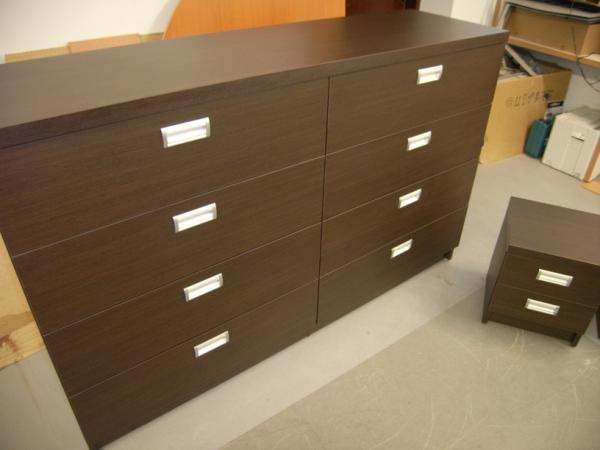 biuro komodos aštuoniais stalčiais