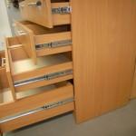 8 stalčių svetainės komoda su kokybiškais stalčiais