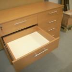 8 stalčių svetainės komoda su pilno ištraukimo bėgeliais