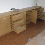 9 stalčių ir 5 durelių svetainės komodos praviros durelės ir stalčiai
