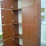 atvertos keturios rusvos biuro komodos durelės su užraktais