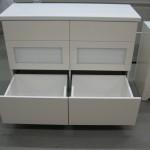 baltos blizgios spalvos 6 stalčių komoda vonios kambariui