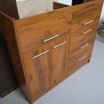 biuro komoda prekystalis su dviem įleistomis durelėmis kairėje