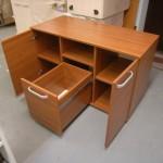 biuro komodos su atvira lentyna atviros dvi durelės ir gilus stalčius