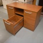 biuro komodos su dviem durelėmis gilus stalčius atviras