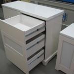 blizgios baltos spalvos 6 stalčių svetainės komoda