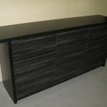 devynetos stalčių juodos spalvos jaunuolio komoda