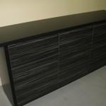 devynetos stalčių juodos spalvos vonios komoda