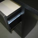 devynetos stalčių miegamojo komodos korpusas ir stalčius iš arčiau