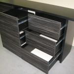 devynetos stalčių svetainės komodos juodai dryžuoti stalčiai