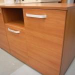 dviejų durelių su stalčiumi biuro komodos tekstūra