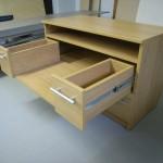 dviejų stalčių su dviem lentynom svetainės komoda