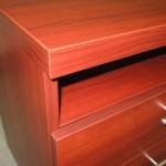 dviejų stalčių su lentyna miegamojo komoda su storintu stalviršiu