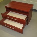 dviejų stalčių su lentyna rausvos spalvos vaikų komoda