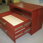 dviejų stalčių su lentyna vaikų komoda su guoliniais bėgeliais