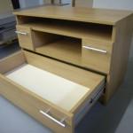 dviejų stalčių svetainės komoda su guoliniais bėgeliais