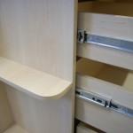 keturių stalčių svetainės komodos siaura lentynėlė