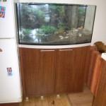 komoda virtuvėje akvariumui su dvejomis įleistomis durelėmis