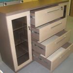 komodos biurui su 2 durelėm 4 stalčiai su kokybiškais bėgeliais