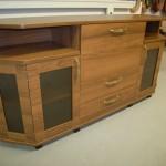 miegamojo komoda 3 durelėmis 2 stalčiais ir atviromis lentynomis