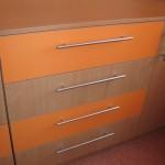 oranžinai ir buko spalvos vaikų komodos su 1 durelėmis 4 stalčiai