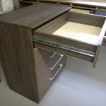 penkių stalčių rudai pilkos spalvos prieškambario komoda