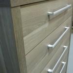 pilkai rudos 5 stalčių biuro komodos storintas korpusas