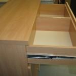 pirmas virtuvės 4 stalčių komodos stalčius su pertvara