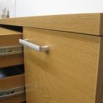 prieškambario komodos durelės su rankenėle ir dvigubo storio stalviršis