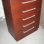 raudonmedžio spalvos 5 stalčių biuro komoda