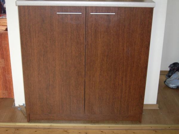 virtuvės komodos dviem durelėmis